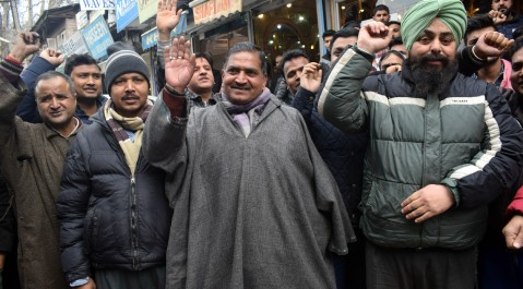 NON-LOCAL SHOPKEEPERS AND BUSINESSMAN PROTEST AT HARISINGH HIGH STREET AGAINST ATTACK ON STUDENTS AND OTHER KASHMIRIS IN JAMMU AND OTHER PART OF THE COUNTRY