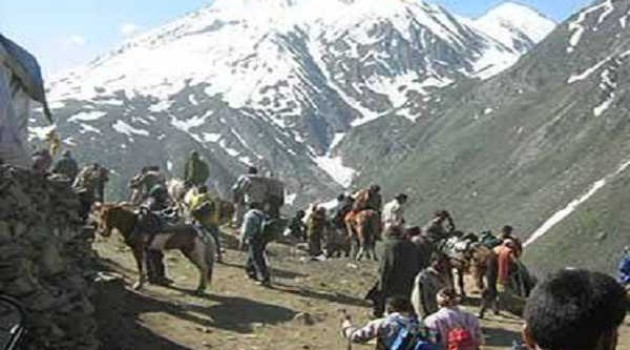 Fresh batches leave base camps for holy cave, 1.32 lakh have darshan so far