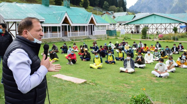 Cleanliness drive held in Sonamarg on world Tourism Day