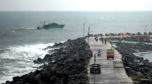VSCS Nivar crosses coast near Pondy as SCS, to weaken further