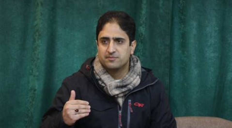 15 JCBs, loaders not enough to clear 15,000 lanes across Srinagar: Mayor Mattu