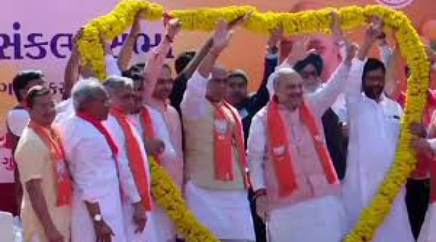 BJP uses Shah's filing of nomination as show of unity among NDA partners