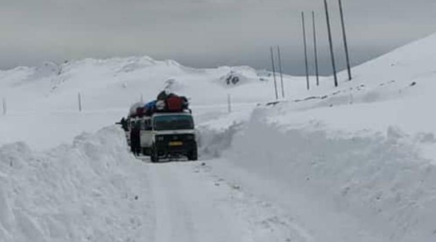 Traffic again suspended on Bandipora-Gurez road due to snow avalanche