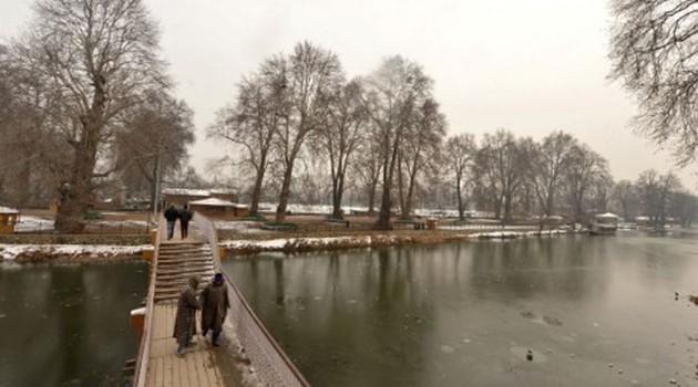 Night chill intensifies across Kashmir; Gulmarg freezes at minus 10.4 degree