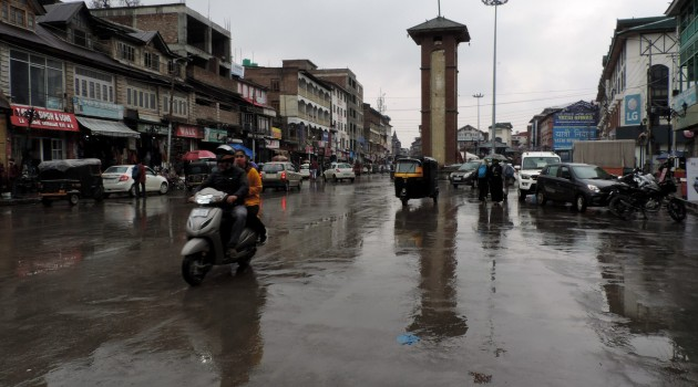 Incessant rains lash Kashmir valley water logged roads and disrupt normal life on Monday