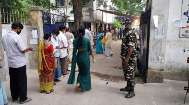 Five killed in poll-related violence in Bengal; 33.98 per cent turnout till 1115 hrs