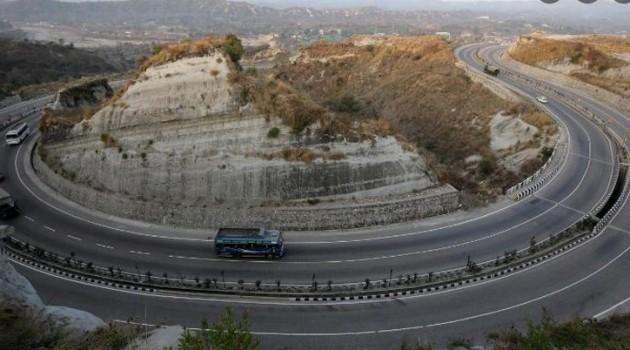 No traffic on Srinagar-Jammu highway, Leh, Mughal roads still shut