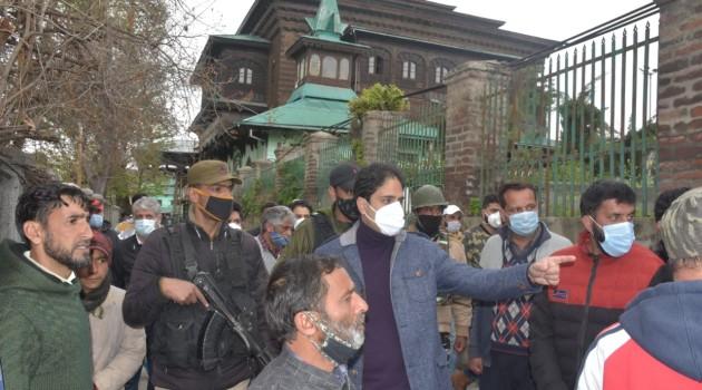 Mayor Srinagar visited Khankahi Moulla and Sharika Devi Hari Parbat