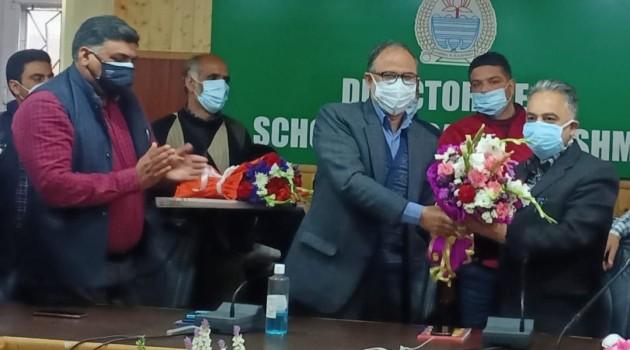 Dr. Tasaduq Hussain Mir assumes charge as DSEK