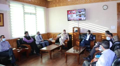 Chief Secretary J&K Dr. Arun Kumar Mehta along with Home Secretary, Shri Shaleen Kabra visited Police Headquarters Srinagar. The Chief Secretary interacted with DGP J&K Shri Dilbag Singh and other Senior Police officers.