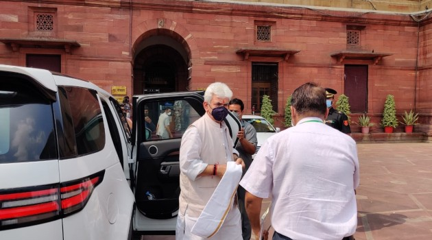 Breaking:Lieutenant Governor Manoj Sinha arrives at Delhi to meet Union Home Minister Amit Shah.