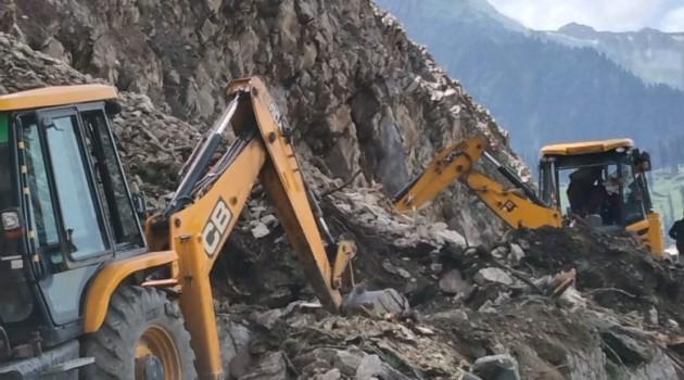 Mughal road closed due to landslides