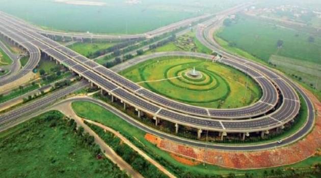 Gadkari takes stock of Delhi-Mumbai expressway