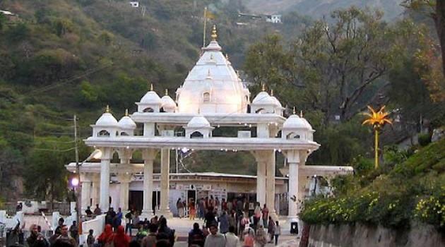 Around 2 lakh pilgrims pay obeisance at Vaishno Devi shrine during Navratras